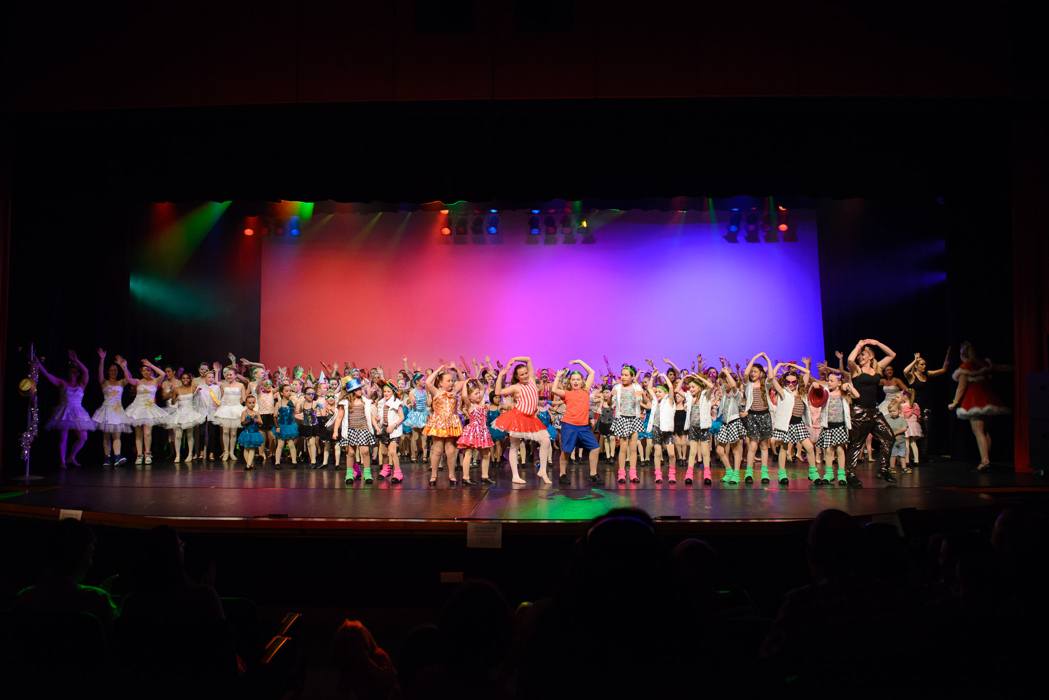 http://www.rc.au.net/dance/concert_2014/finale_part2/images/20141109_1212.jpg