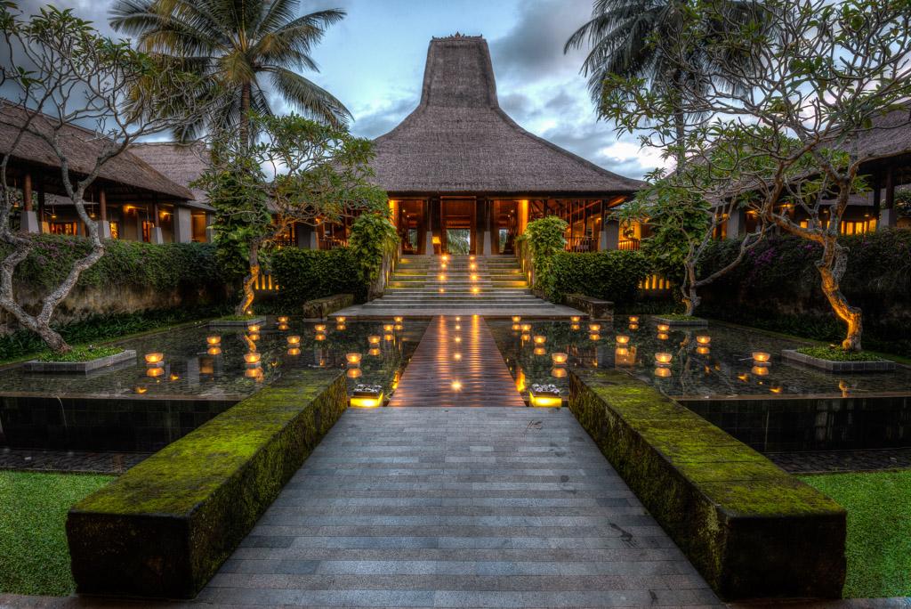 Bali maya ubud grand entrance rodney campbell 39 s blog for Design hotel ubud
